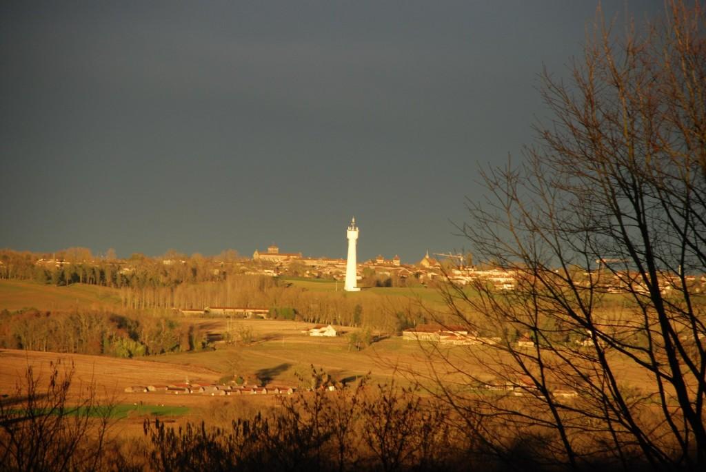 St Sever jour d'orage, vue des arènes de Banos